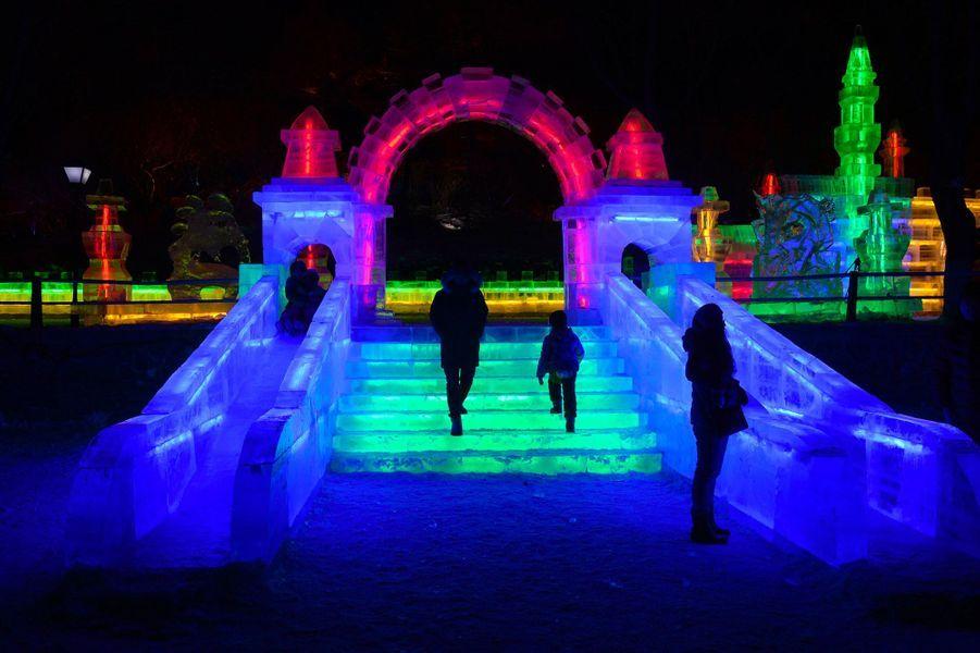 Harbin fête son 34efestival de sculptures sur glace et de neige.