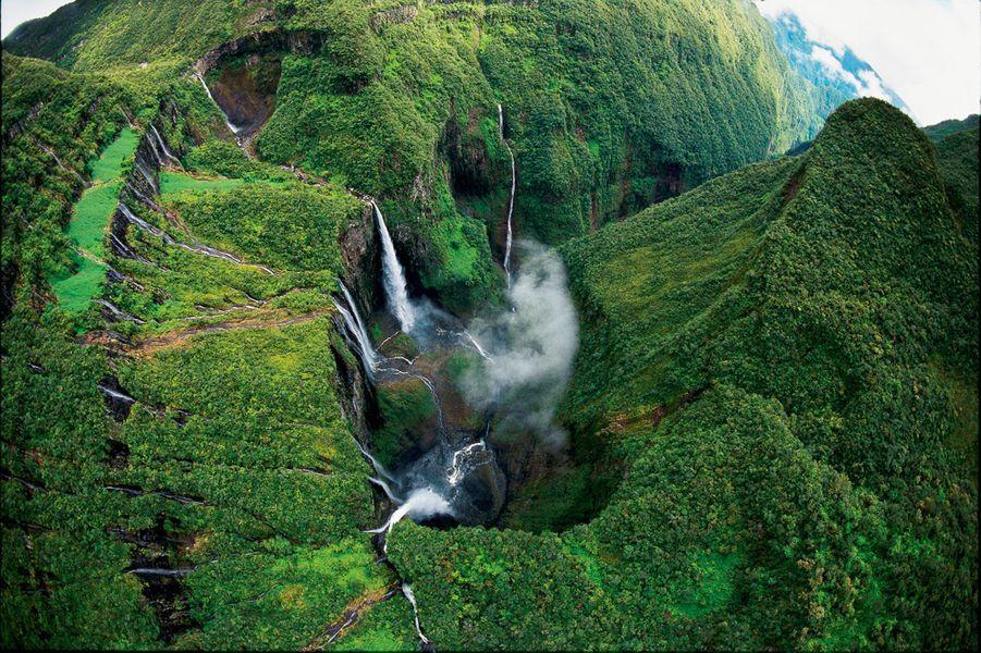 Cascade du Trou de fer, à découvrir en randonnée ou en hélicoptère