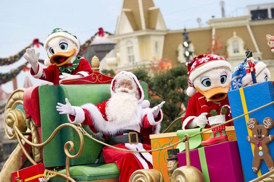 La magie de Noël illumine Disneyland Paris