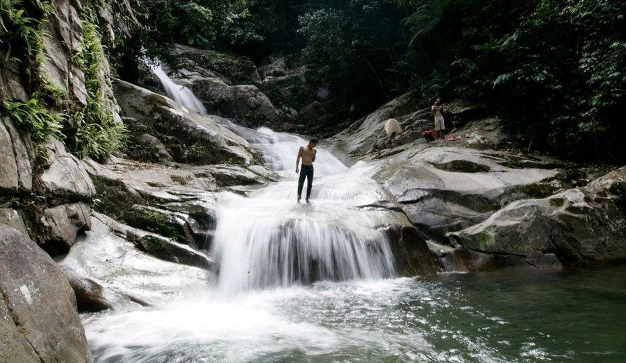 La cascade de Lopo, située près de la capitale Kuala Lumpur à Hulu Langat, rafraichit les habitants en cas de fortes chaleurs.