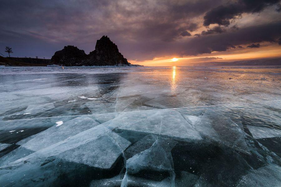Les sublimes fractures du lac Baïkal, en Russie.