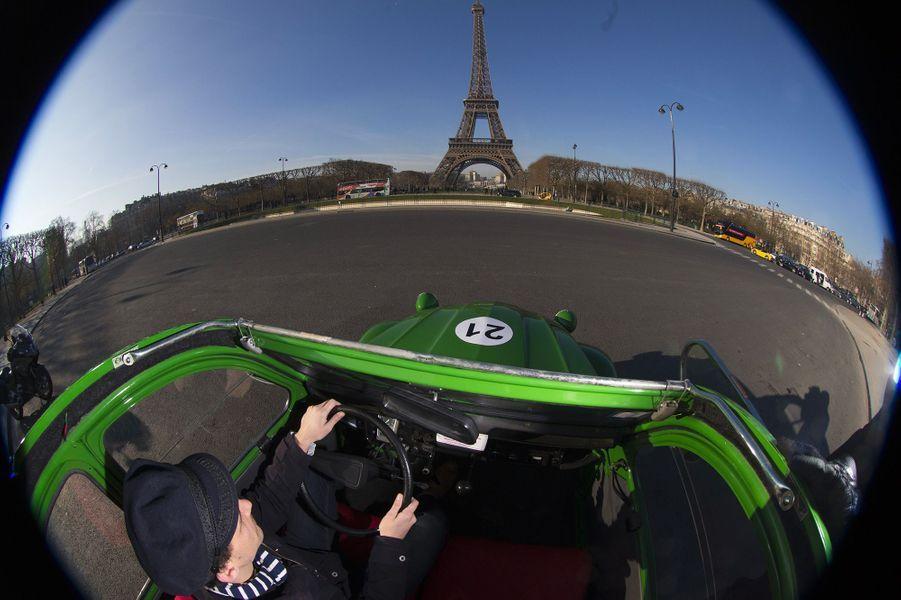 3. Visiter Paris en Citroën 2CV