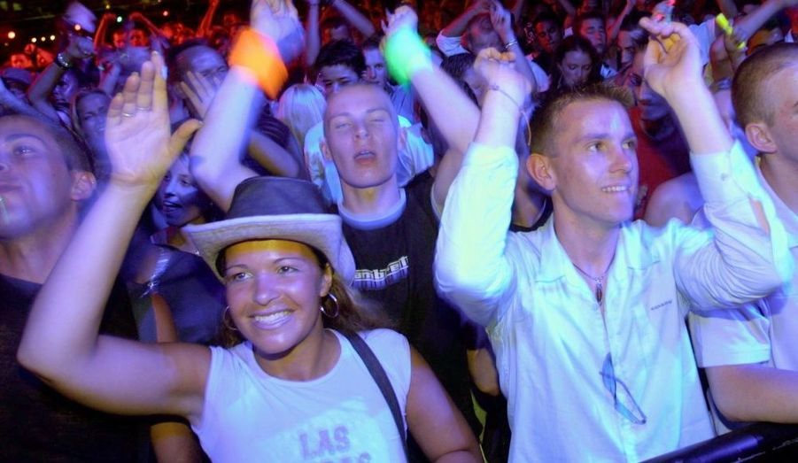 Pour ceux qui ne veulent pas rester en charentaises devant la cheminée, il y a la destination festive par excellence : Ibiza. L'île espagnole est bien connue pour ses soirées organisées jusqu'au bout de la nuit, accueillant les meilleurs DJ's de la planète pour des nuits hautes en couleurs. Les branchées Kate Moss, Sienna Miller et Kirsten Dunst ont déjà été aperçues lors de soirées sur l'île de la fête. Mais aussi Leonardo Dicaprio ou encore James Blunt.