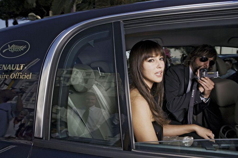 Trente ans de stars, de glamour et de vitesse.Un anniversaire sousles spotlights à découvrir en images.Telle une fée en son carrosse,Monica Bellucci arrive au Palais, en 2006, à bord d'une Vel Satis.