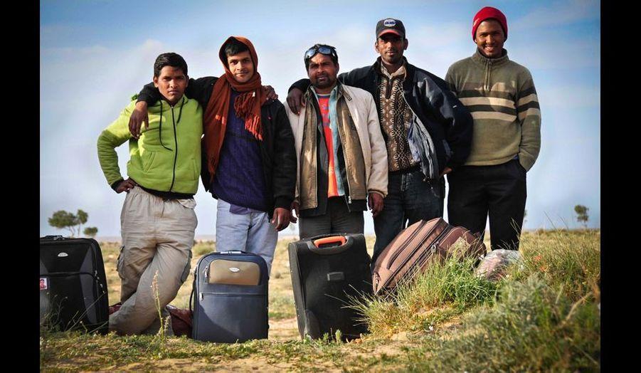 Portrait de réfugiés prêts à quitter le camp.