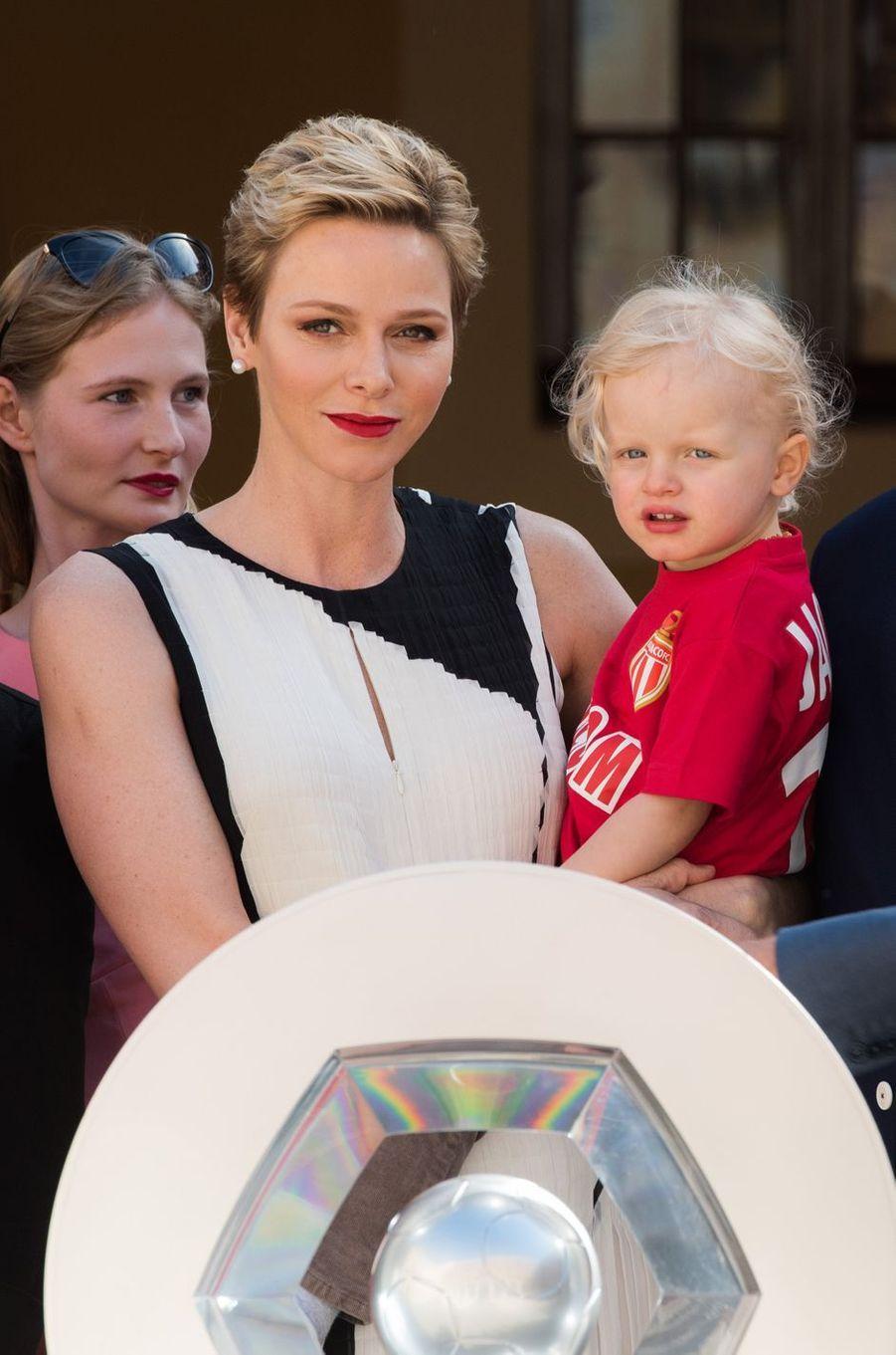 La princesse Charlène de Monaco et son fils le prince héréditaire Jacques, à Monaco le 21 mai 2017