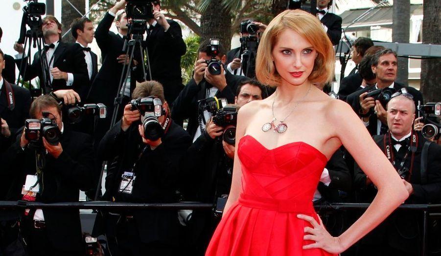 Pour couronner la troisième journée du Festival de Cannes, le film franco-italien Habemus Papam de Nanni Moretti a été présenté sur la Croisette. L'équipe du film a été honorée sur le tapis rouge, sur lequel la chanteuse Cheryl Cole et l'actrice française Frédérique Bel ont également fait une apparition.