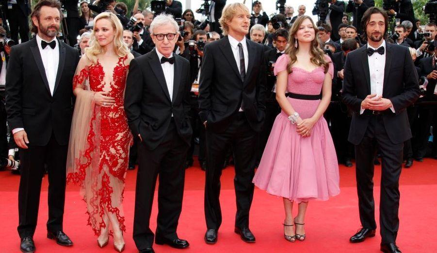 De gauche à droite : Michael Sheen, Rachel McAdams, Woody Allen, Owen Wilson, Lea Seydoux et Adrien Brody