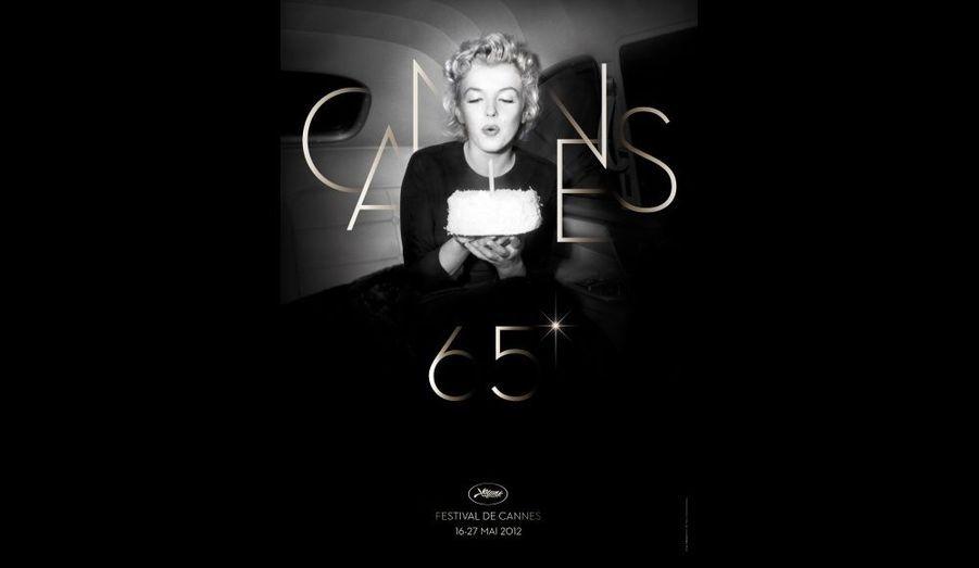 Le Festival de Cannes a dévoilé mercredi l'affiche de la 65e édition de la manifestation cinéphile, qui se déroulera cette année du 16 au 27 mai prochain. La divine Marilyn Monroe, dont on commémore le cinquantième anniversaire de la disparition, a été choisie pour être l'effigie de la Croisette.
