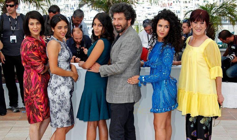 "L'équipe du film ""La source des femmes"": de gauche à droite, Hiam Abbas, Hafsia Herzi, Leila Bekhti, Radu Mihaileanu, Sabrina Ouazani et Biyouna."