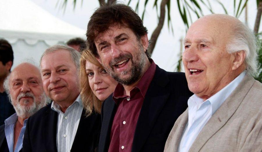 Le réalisateur Nanni Moretti entouré par les acteurs de son dernier film, Habemus Papam. De gauche à droite: Renato Scarpa, Jerzy Stuhr, Margherita Buy et Michel Piccoli.