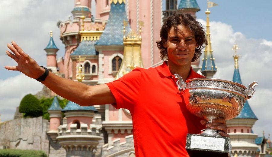 Son trône de roi de la terre battue reconquis, l'Espagnol Rafael Nadal a passé son lundi à Disneyland Paris.