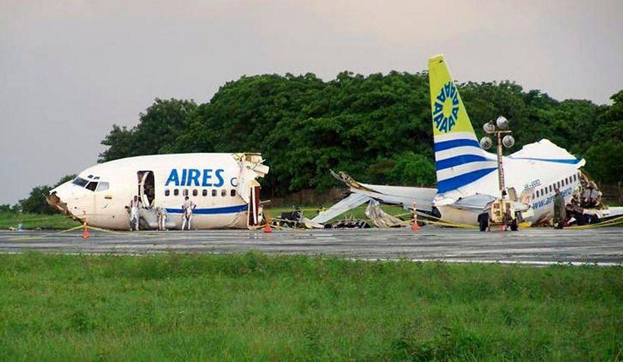 Un Boeing 737 a été frappé par la foudre lundi au moment de l'atterrissage. Il s'est brisé en trois morceaux, sur l'île de San Andres, dans le nord de la Colombie. Une personne est décédée, une femme de 73 ans qui a péri d'une crise cardiaque. Plus de 120 passagers ont été blessés.