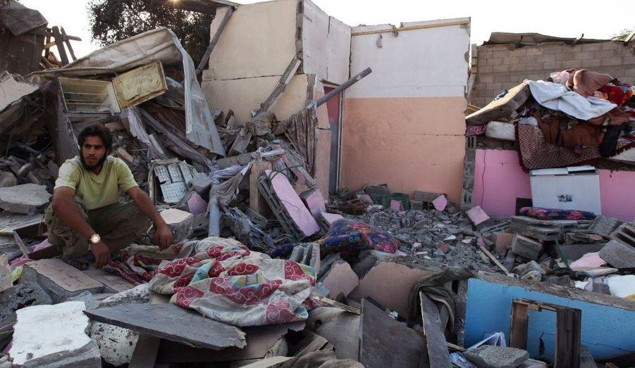 Un raid de l'aviation israélienne mené cette nuit contre des installations des services de sécurité du Hamas a tué une personne dans la bande de Gaza, en blessant 17 autres. Cette offensive est une riposte aux attaques d'hommes armés qui ont tué huit personnes hier dans le sud d'Israël.