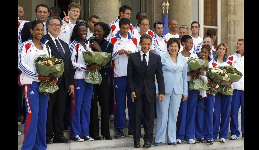 Les athlètes français médaillés aux Championnats d'Europe de Budapest ont été reçus ce jeudi midi à l'Elysée pour un déjeuner avec Nicolas Sarkozy. Les nageurs auront droit à la même petite réception de félicitations le 26 août prochain.