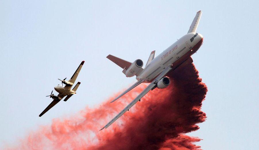 De nouveaux incendies se sont déclarés aux Etats-Unis, menaçant notamment deux villes de l'Idaho. Soixante maisons sont déjà parties en flammes malgré les impressionnants moyens mis en oeuvre.