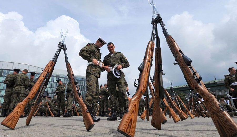 """Chaque année le 13 août, en Pologne,c'est le """"Jour des forces armées polonaises"""". Et les militaires du pays défilent en tenue."""