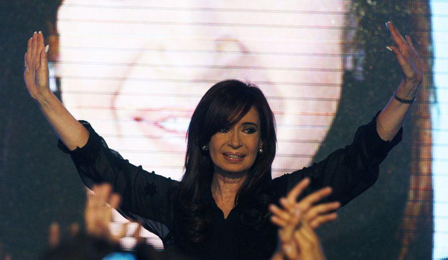 La présidente argentine, Cristina Fernandez de Kirchner, a largement remporté la primaire de son parti dimanche. Elle est donc en bonne position pour être réélue présidente en octobre.