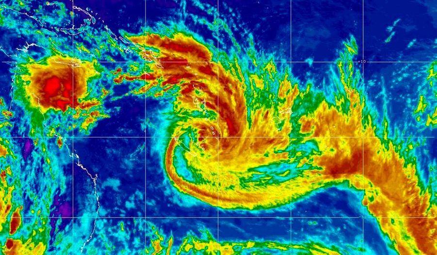 Une pré-alerte cyclonique est en cours jeudi en Nouvelle-Calédonie, annonce Météo Consult sur son site internet. Une tempête tropicale, baptisée Vania, se renforce, avec des vents moyens atteignant 100 km/h. Des pluies diluviennes, accompagnée de vents forts (150km/h) sont attendus sur l'archipel. Dans les prochaines heures, cette tempête tropicale se déplacera vers le sud et menacera directement les iles Loyauté et la Nouvelle-Calédonie. La tempête touchera le sud de l'île principale entre jeudi soir et vendredi matin.