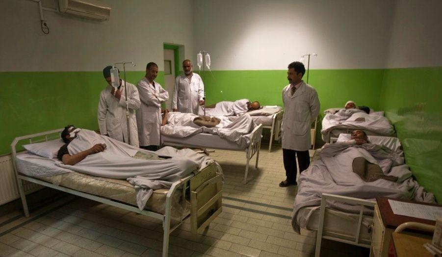 Un kamikaze s'est fait exploser dans le centre de Kaboul, faisant deux morts et plus de 35 blessés, transférés à l'hôpital de la capitale afghane.