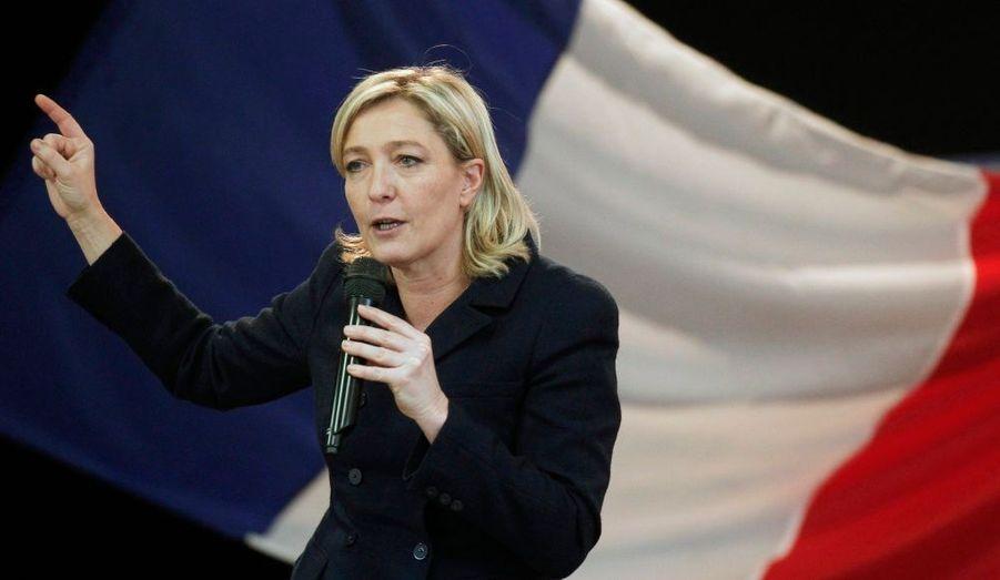 Marine Le Pen a été élue dimanche présidente du Front national avec 67,65 % des voix contre 32,35 % à son challenger, Bruno Gollnisch, a annoncé la direction du parti.