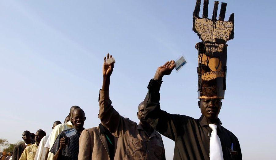 Depuis hier, un referendum historique a lieu au Soudan. Les électeurs doivent décider de l'unité du pays ou d'une sécession du Sud Soudan. Le vote dure une semaine et le résultat, probablement en faveur de deux pays séparés, sera connu à la mi-février.