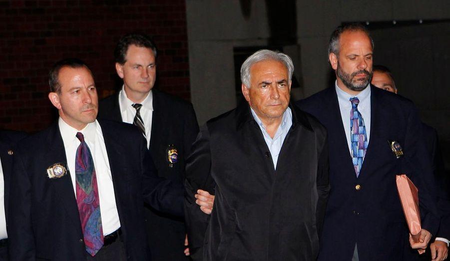 Inculpé par le parquet de New York pour agression sexuelle, tentative de viol et de séquestration, Dominique Strauss-Kahn va être présenté devant un juge. Le patron de FMI va plaider non-coupable. Ses avocats sont arrivés au tribunal.