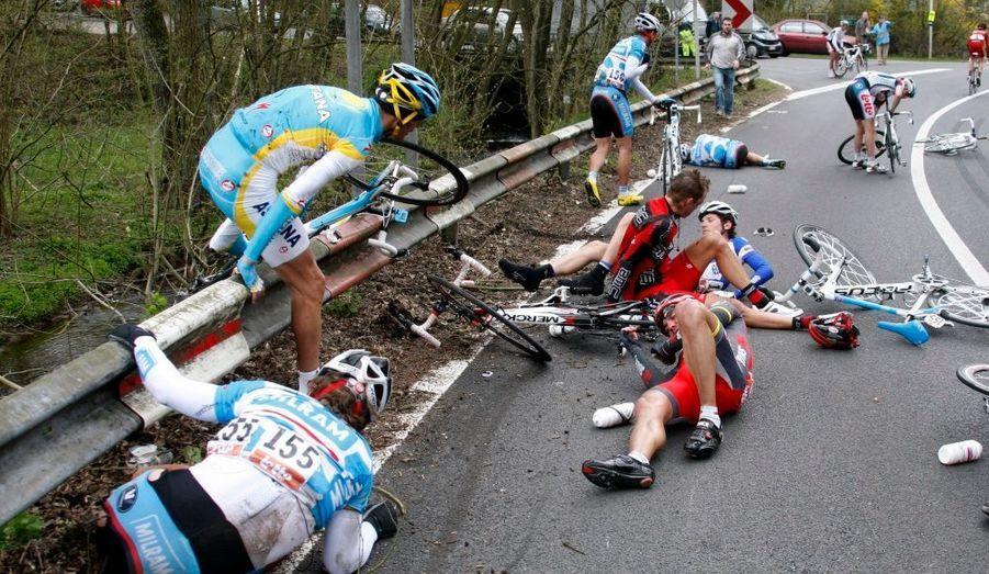 La Flèche Wallonne a été le théatre d'une spectaculaire chute collective. C'est l'Australien Cadel Evans qui a remporté la course.