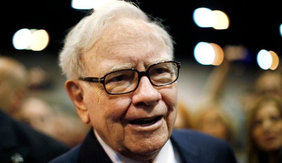 L'homme d'affaires américain Warren Buffett a annoncé mardi dans un communiqué souffrir d'un cancer de la prostate. Dans son message, il explique que ses médecins et lui ont décidé qu'il subirait un traitement par radiothérapie d'une durée de deux mois qui commencera à la mi-juillet. Ce protocole restreindra ses capacités de déplacement, mais ne l'empêchera pas de travailler au quotidien, a-t-il précisé. Les actionnaires de sa holding, Berkshire Hathaway, seront tenus de l'évolution de son état de santé, a-t-il encore indiqué.