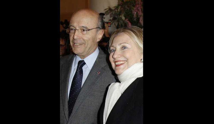 Alain Juppé et Hillary Clinton à Paris, où le ministre des Affaires étrangères reçoit à 18h00, plusieurs de ses homologues étrangers pour une réunion ministérielle consacrée à la situation en Syrie.