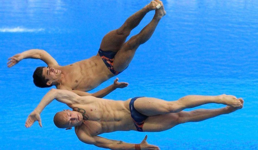 Les championnats du monde de plongeon se déroulent en ce moment même à Shanghai, en Chine. Malgré leurs efforts, les Anglais Christopher Mears et Nicholas Robinson Baker n'ont pris que la septième place de l'épreuve du tremplin à 3 mètres.