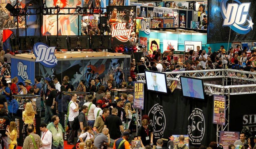 Des participants parcourent la salle du congrès lors du rassemblement du Comic Con à San Diego, en Californie. Cet évènement mondial permet de découvrir toutes les nouveautés sur les comics, films et séries TV basés sur les super-héros. Le Comic Con a lieu chaque année depuis 1970.