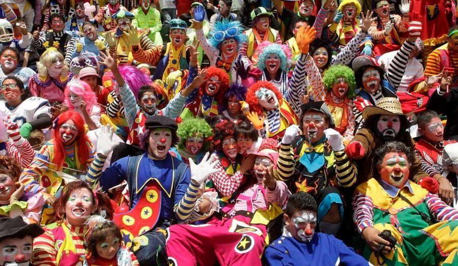 De nombreux clowns prennent part au pèlerinage annuel à l'extérieur de la Basilique de Guadalupe à Mexico. Cet événement a pour objectif de remercier la Vierge de Guadalupe afin de les aider à trouver du travail toute l'année, selon les médias locaux