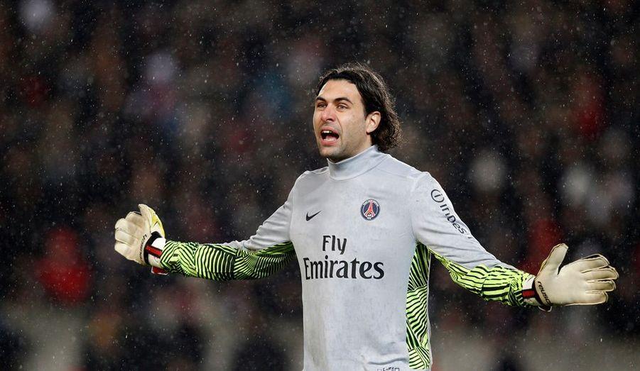 Le choc entre le Paris Saint-Germain et Lille, disputé dimanche soir en clôture de la 18e journée de Ligue 1, a accouché d'une souris puisque les deux équipes se sont quittées sur un match nul et vierge sans saveur (0-0). Au classement, le PSG demeure deuxième à égalité de points avec le leader montpelliérain tandis que le Losc reprend sa place de troisième à deux longueurs du binôme de tête.