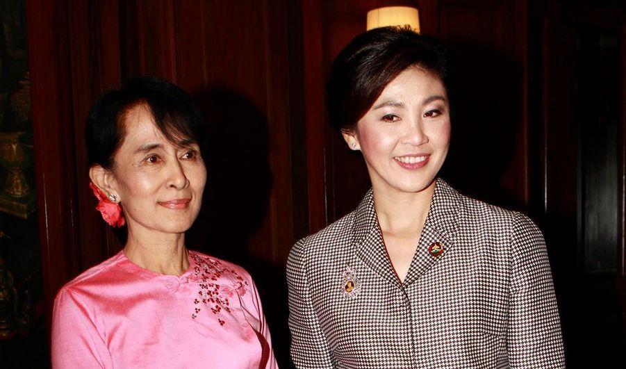 La figure de proue de l'opposition birmane, Aung San Suu Kyi a rencontré mardi le Premier ministre thaïlandais à l'ambassade de Thaïlande à Rangoun Yingluck Shinawatra est ainsi devenue la première chef de gouvernement thaïlandais à s'entretenir avec la lauréate du prix Nobel de la paix.