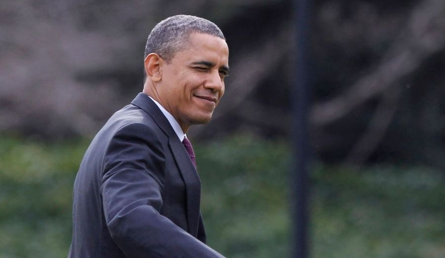 Barack Obama fait un clin d'œil à son retour à la Maison blanche. Le président revenait de la base d'Andrews où il a participé à une cérémonie célébrant le retour des troupes américaines déployées en Irak, une de ses promesses de campagne.