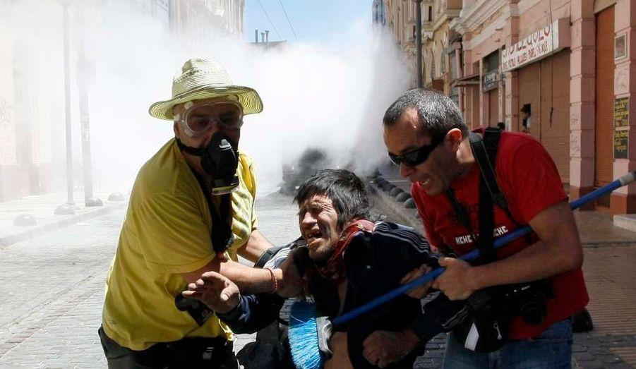Les manifestations du peuple chilien pour une modification du système scolaires s'intensifient à l'approche de la fin de l'année. Des heurts ont opposé les manifestants et les forces de l'ordre à Valparaiso.