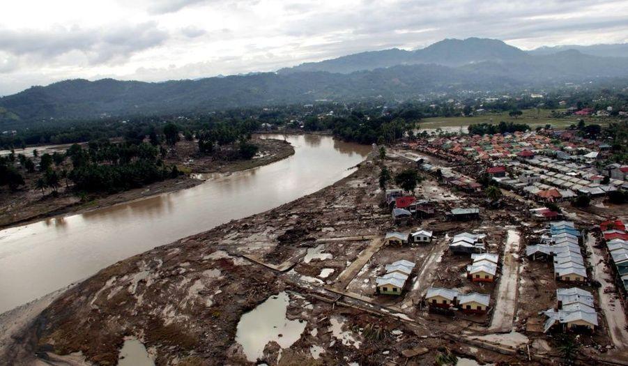 Une vue aérienne de la ville d'Iligan, sur l'île de Mindanao. Les inondations et les glissements de terrain provoqués par le typhon Washi ont fait 957 morts et 49 disparus aux Philippines, a annoncé mardi l'agence de gestion des catastrophes naturelles.