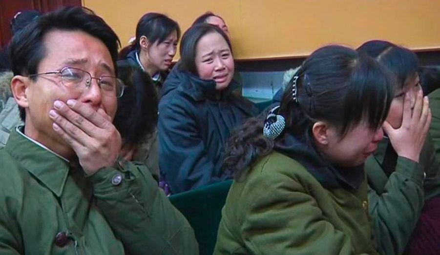 L'annonce officielle de la mort de Kim Jong-il a plongé tout un pays dans le deuil. La télévision nationale passe des images d'ouvriers en larmes.