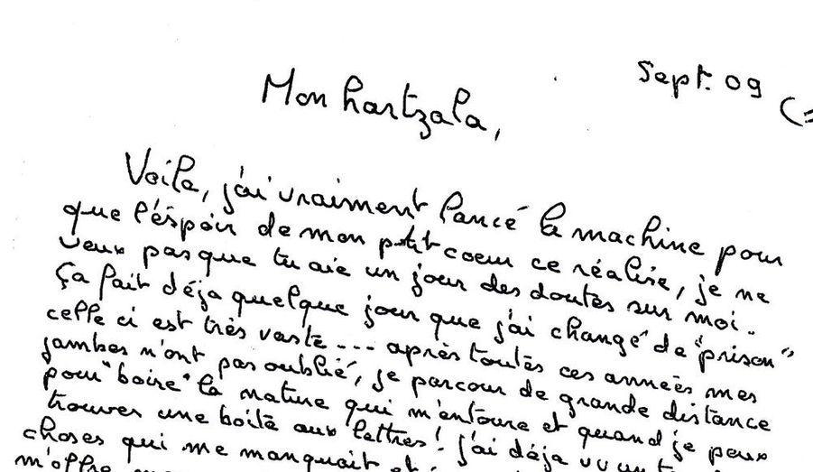 Après la rocambolesque évasion du suspect numéro un de l'affaire Giraud, Match s'est procuré les trois lettres écrites après son évasion où le tueur présumé de Katia Lherbier et de Géraldine Giraud décrit sa fuite et son quotidien d'homme traqué. Un document unique et stupéfiant