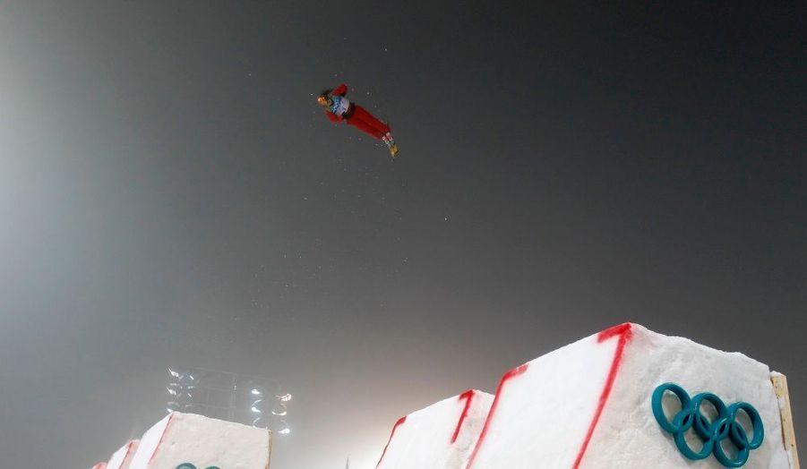 La chinoise Mengtao Xu pendant son entrainement avant l'épreuve de ski acrobatique des Jeux Olympiques d'hiver de Vancouver.