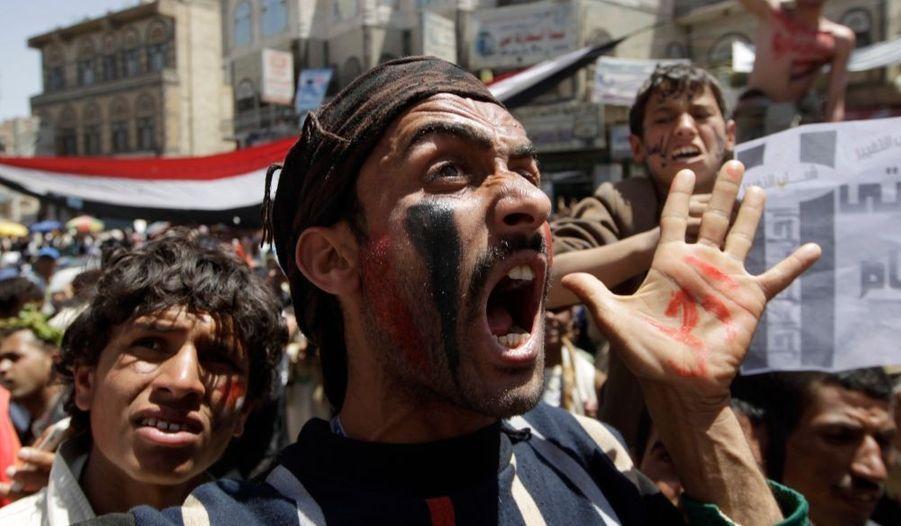 Le vent de la révolte souffle toujours au Yemen. Des manifestants se sont réunis hier devant l'université de Sanaa pour demander le départ du président Ali Abdullah Saleh.