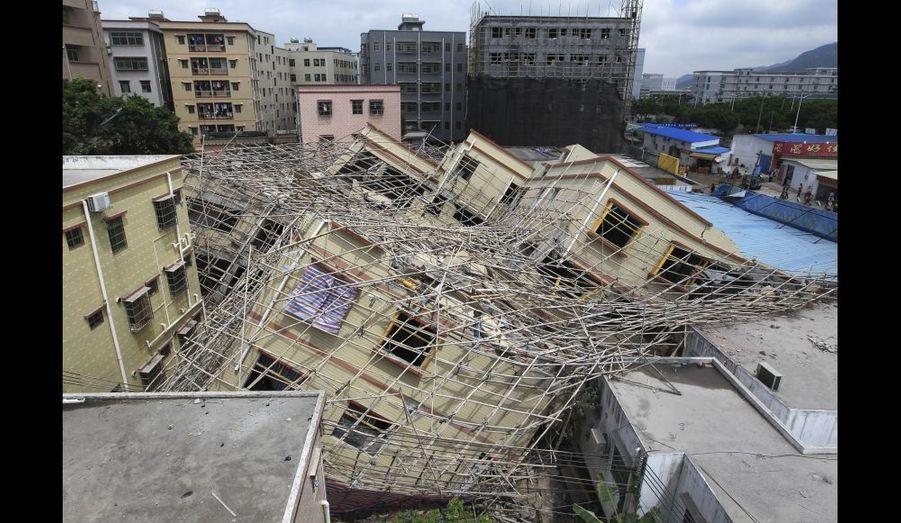 Un immeuble de sept étages en construction s'est effondré à Zhuhai, dans la province de Guangdong. Malgré cet accident spectaculaire, aucune victime n'est à déplorer.
