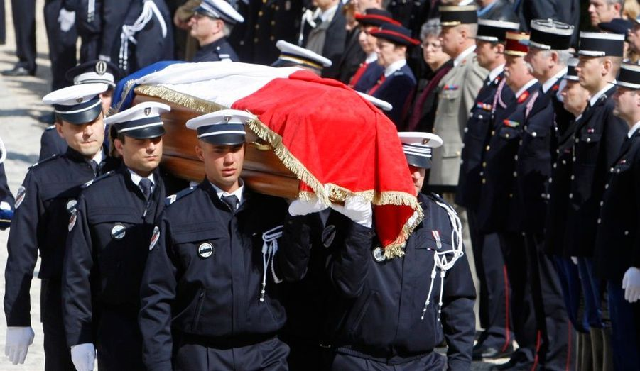 Nicolas Sarkozy a rendu un poignant hommage au brigadier-chef Jean-Serge Nérin, tué dans l'exercice de ses fonctions par un membre présumé de l'ETA il y a une semaine, et réaffirmé la fermeté avec laquelle il continuerait à combattre le terrorisme.