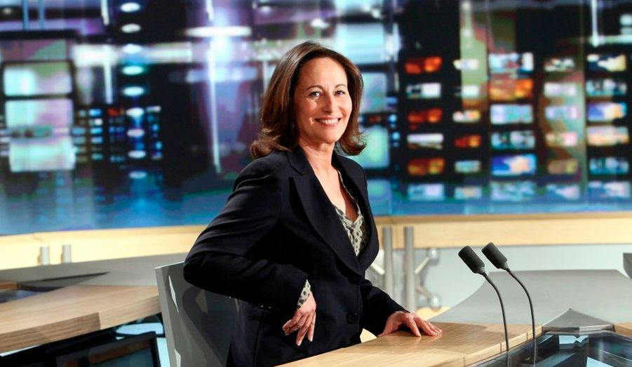 """La présidente de la région Poitou-Charentes, Ségolène Royal a déclaré n'être """"pas candidate pour 2012, à l'heure actuelle"""", mardi soir sur TF1. """"Je peux être candidate à l'élection présidentielle, d'autres personnalités, meilleures que moi, s'y sont reprises à plusieurs fois pour être élue"""", a-t-elle toutefois nuancé. """"Mais je peux aussi ne pas être candidate."""" Interrogée sur son absence remarqué à la """"photo de famille"""" des présidents de régions, rue de Solférino, Ségolène Royal a affirmé avoir eu d'autres engagements."""