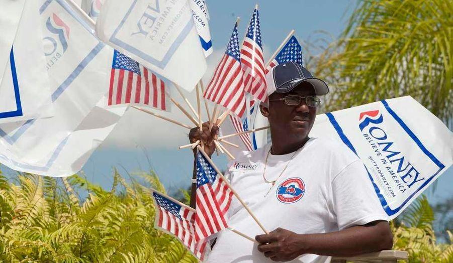 """Mitt Romney a remporté dimanche une large victoire lors des primaires républicaines dans l'Etat associé de Porto Rico, a annoncé la commission électorale de l'île, ce qui permet au candidat à l'investiture d'empocher la totalité des 20 délégués en jeu. Après dépouillement de 60% des bulletins, l'ancien gouverneur du Massachusetts arrivait largement en tête avec 83% des voix, a précisé la commission électorale. Son principal rival, Rick Santorum, obtenait un peu moins de 8% et Newt Gingrich 2%. Grâce à sa majorité absolue, Mitt Romney est assuré de remporter les 20 délégués de cet """"Etat libre associé"""" pour l'investiture républicaine en vue de l'élection présidentielle du 6 novembre."""