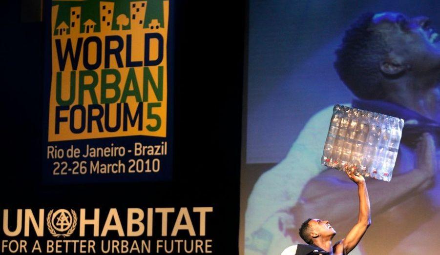 Ce lundi, le Forum mondial urbain ouvrait ses portes dans la ville de Rio de Janeiro au Brésil. Les chefs d'Etat sont conviés à cet évènement, organisé sous la férule de l'ONU, qui a pour but de promouvoir les villes socialement viable afin de fournir un logement convenable pour tous.