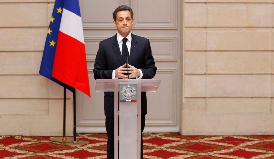 """Nicolas Sarkozy a dressé le constat de la défaite aux régionales, mercredi. Le président de la République a assuré que la France avait besoin de stabilité, """"d'éviter les à-coups"""". Il a cependant confirmé la subordination de la taxe carbone à un accord européen. Nicolas Sarkozy veut aussi s'attaquer aux violences, défendre l'agriculture et l'industrie."""