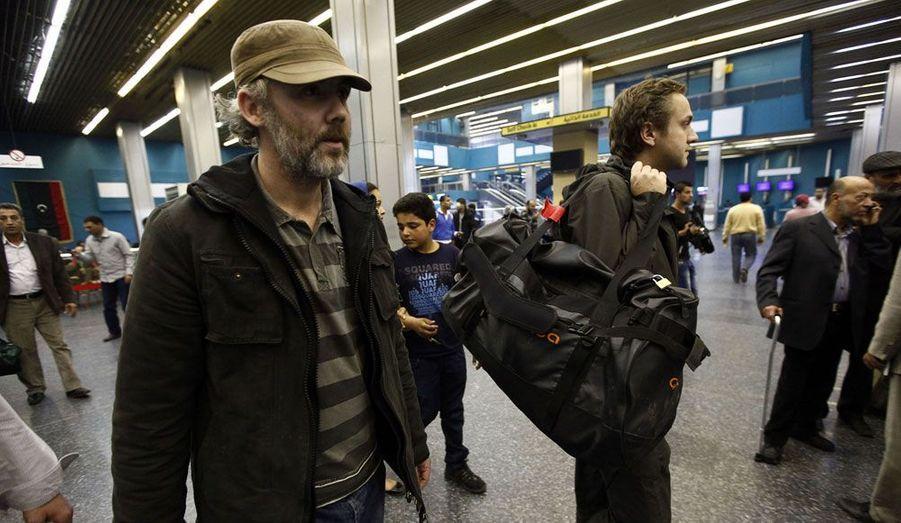 Les journalistes anglais Gareth Montgomery-Johnson et Nicholas Davies-Jones se préparent à s'envoler pour le Royaume-Uni. Les deux hommes accusés d'espionnage étaient détenus à Tripoli par une milice libyenne depuis un mois.