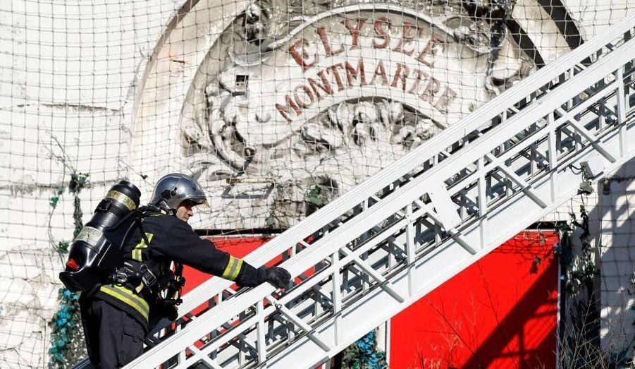 Un incendie s'est déclaré à l'Elysée-Montmartre, à Paris, mardi aux alentours de 8 heures, selon les informations d'Europe 1. 72 pompiers sont sur place, ainsi que 18 engins de secours. Aucune victime n'est à déplorer. Créé en 1807 au pied du Sacré Coeur, sur une charpente métallique de Gustave Eiffel, l'Elysée Montmartre a été l'un des lieux de naissance du french cancan. Il a servi de décor à certaines des toiles du peintre Toulouse-Lautrec.